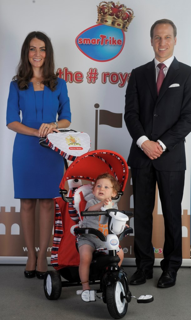 DUKE AND DUCHESS OF CAMBRIDGE...?? Picking Prince George's smarTrike!