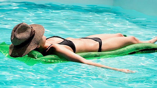 woman_sunbathing_in_pool_vassiliki_koutsothanasi_2429
